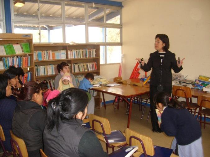 Charla dictada en la Escuela de Lambert por parte de la Sra. Viviana Novoa de la Superintendencia de Salud para la población de Lambert
