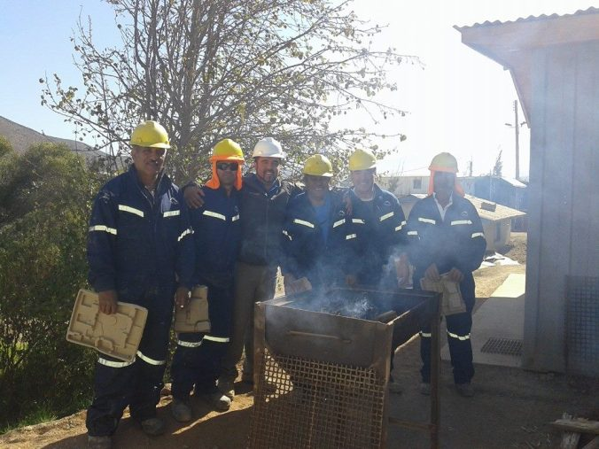 Los encargados de preparar el asado