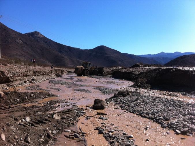 Foto trabajos habilitación de accesos camino publico ruta 215 - Faena CMSG Talcuna