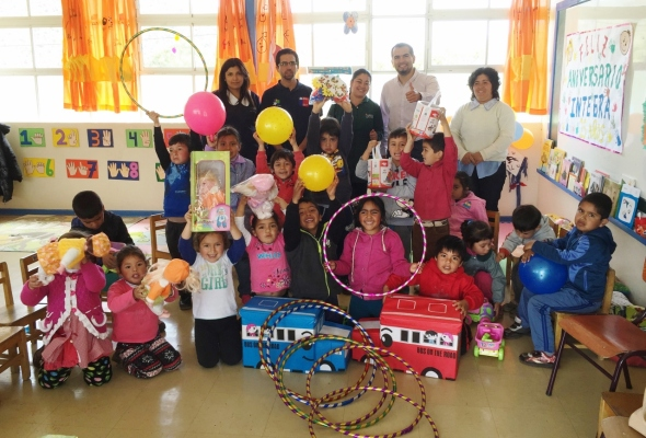 Seremi de Minería Igor Díaz entrega juguetes a jardín infantil Oasis de ...